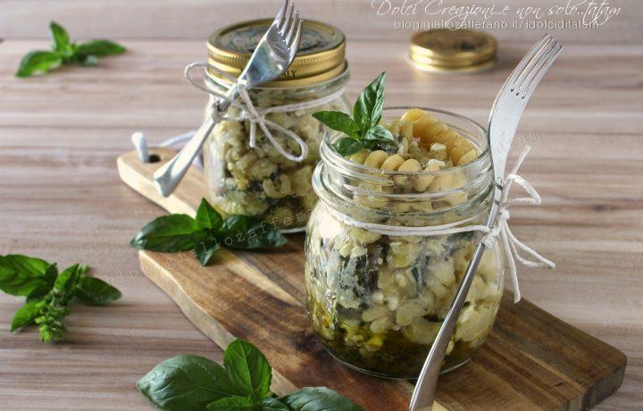 Pasta fredda zucchine, fiocchi di latte e pesto al basilico