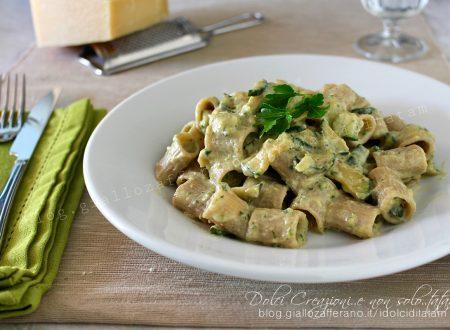 Pasta con crema di zucchine e ricotta, leggera e gustosa