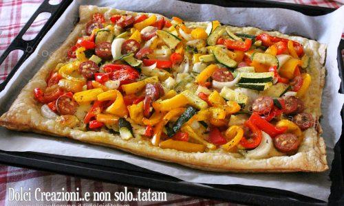 Pizza di pasta sfoglia alle verdure, con video ricetta.