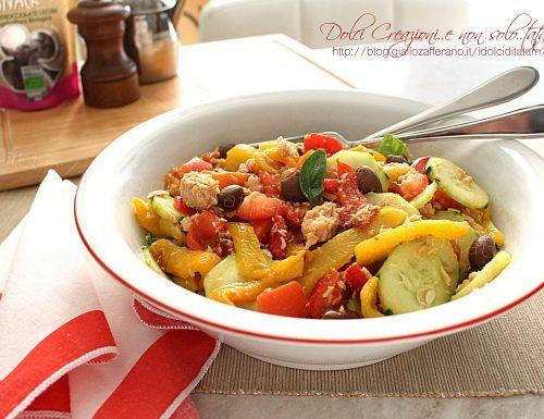 Insalata di peperoni arrostiti con tonno e olive, ricetta leggera