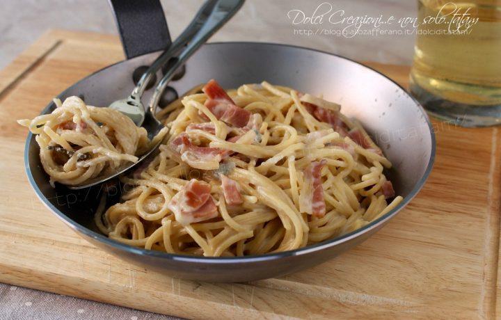 Spaghetti con gorgonzola e speck, cremosi e pronti in pochi minuti