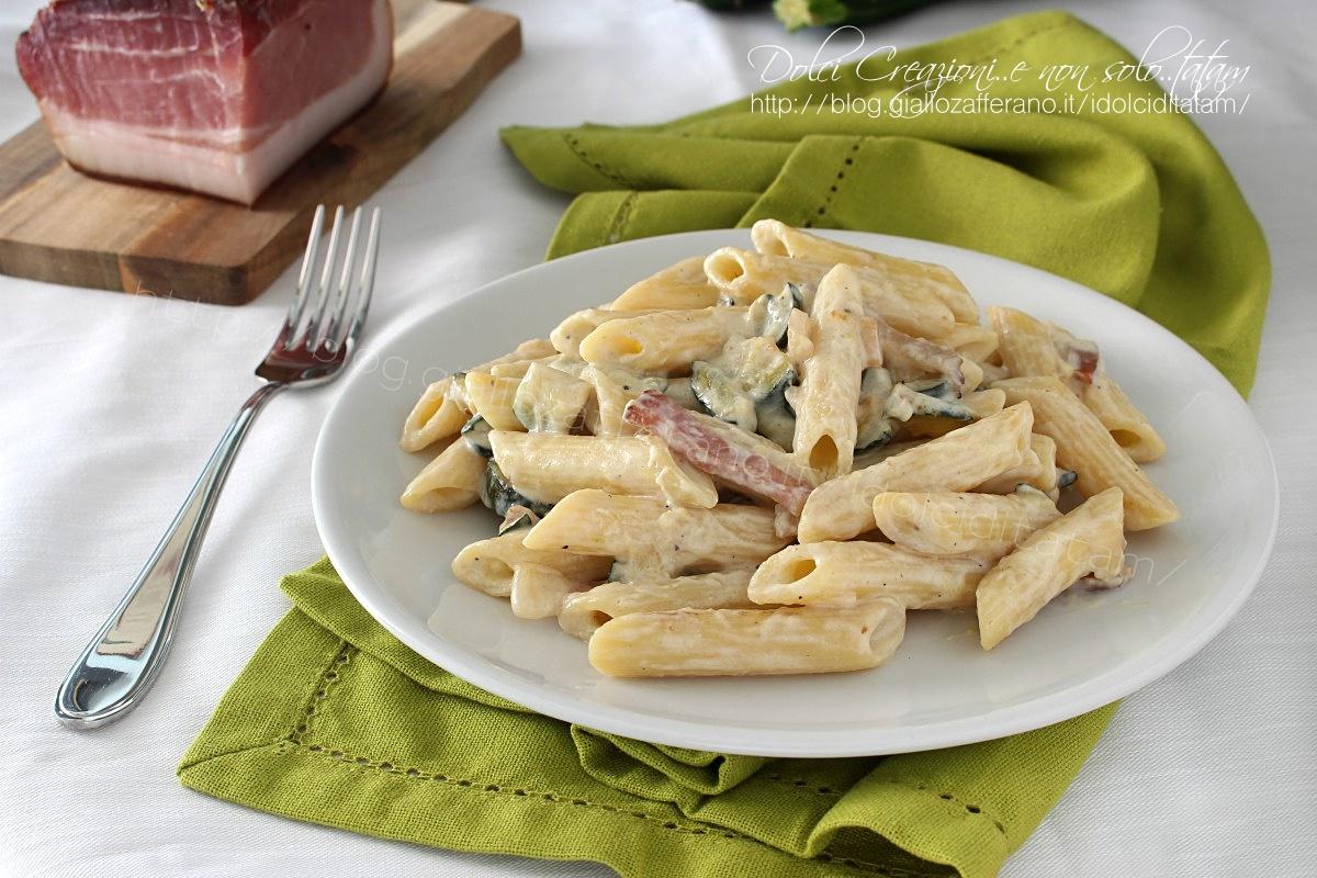 Pasta speck e zucchine cremosa