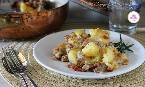 Pasticcio di patate e salsiccia ai formaggi, goloso ed invitante
