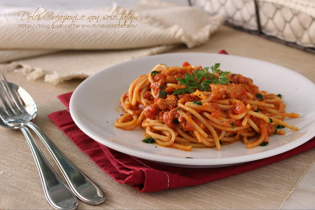 Spaghetti con sugo al tonno