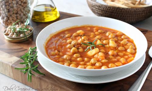 Zuppa di ceci e patate, al pomodoro. Ricetta confortevole