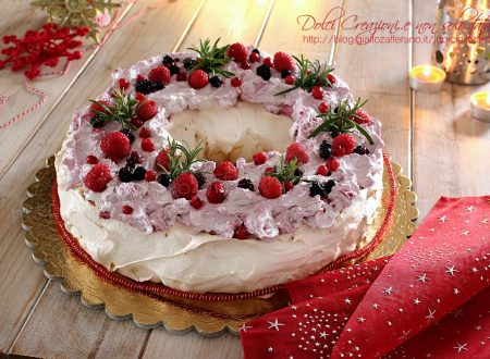 Torta Pavlova ai frutti di bosco, centrotavola per le feste