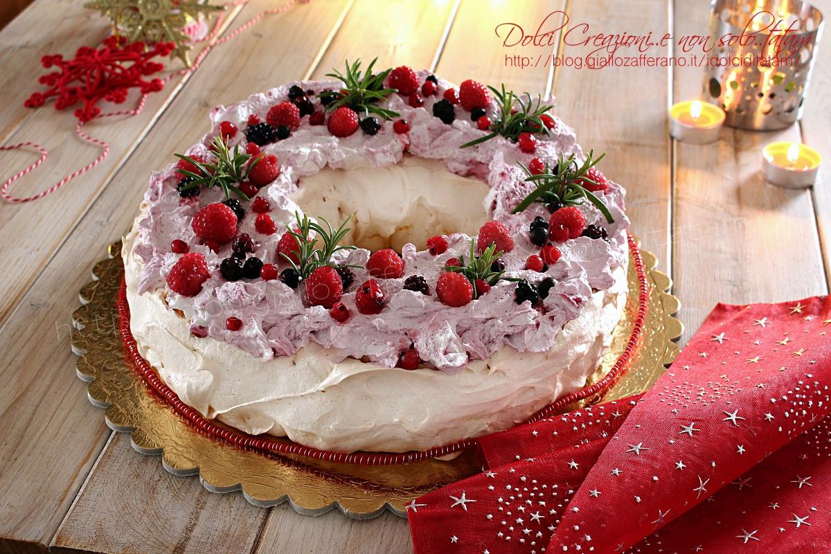 Torta Pavlova ai frutti di bosco