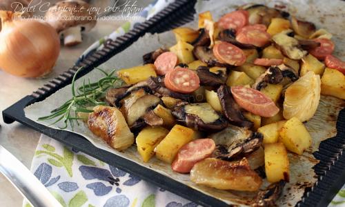 Verdure al forno con i wurstel e formaggi, gustose e saporite