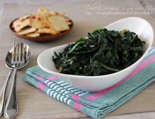 Come cuocere gli spinaci in padella, pronti in pochi minuti
