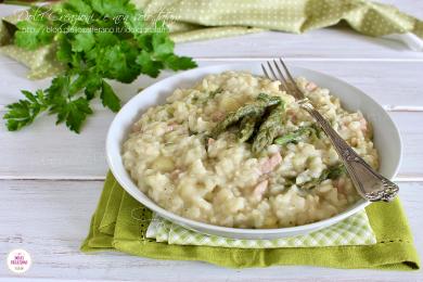 Risotto asparagi e patate con prosciutto cotto, cremoso e confortevole