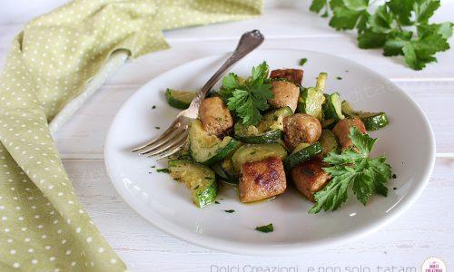 Salsiccia e zucchine in padella