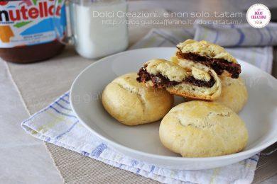 Panini ripieni di nutella, cotti in forno
