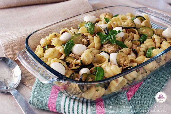 Pasta con tonno, zucchine trifolate e mozzarelline