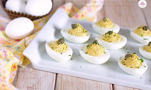 Uova sode ripiene al tonno, antipasto veloce e colorato
