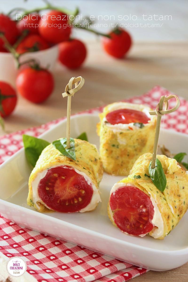 Involtini di frittata freddi con robiola e pomodorini