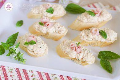 Crostini alla crema di prosciutto: un delicato e raffinato finger food