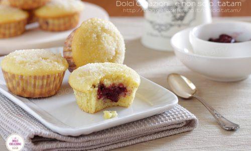 Muffin soffici ripieni alla confettura di fragole
