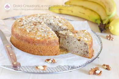 Torta con banane e noci, senza uova, senza burro e senza latte.