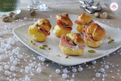 Mini bigne' salati ripieni con mousse di parmigiano, mortadella e pistacchi