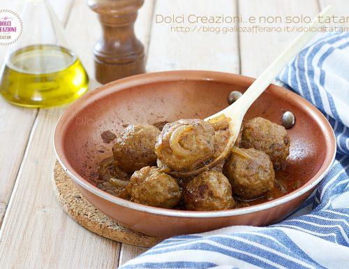 Polpette in padella alle cipolle, tenerissime e con un delizioso sughetto