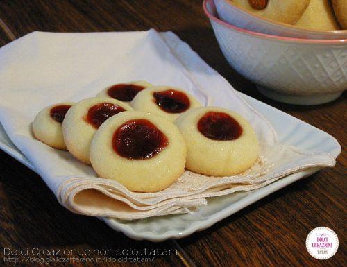Biscotti di frolla e confettura di ciliegie, senza lievito