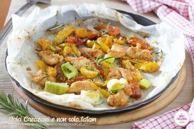 Bocconcini di pollo sabbioso e peperoni al forno