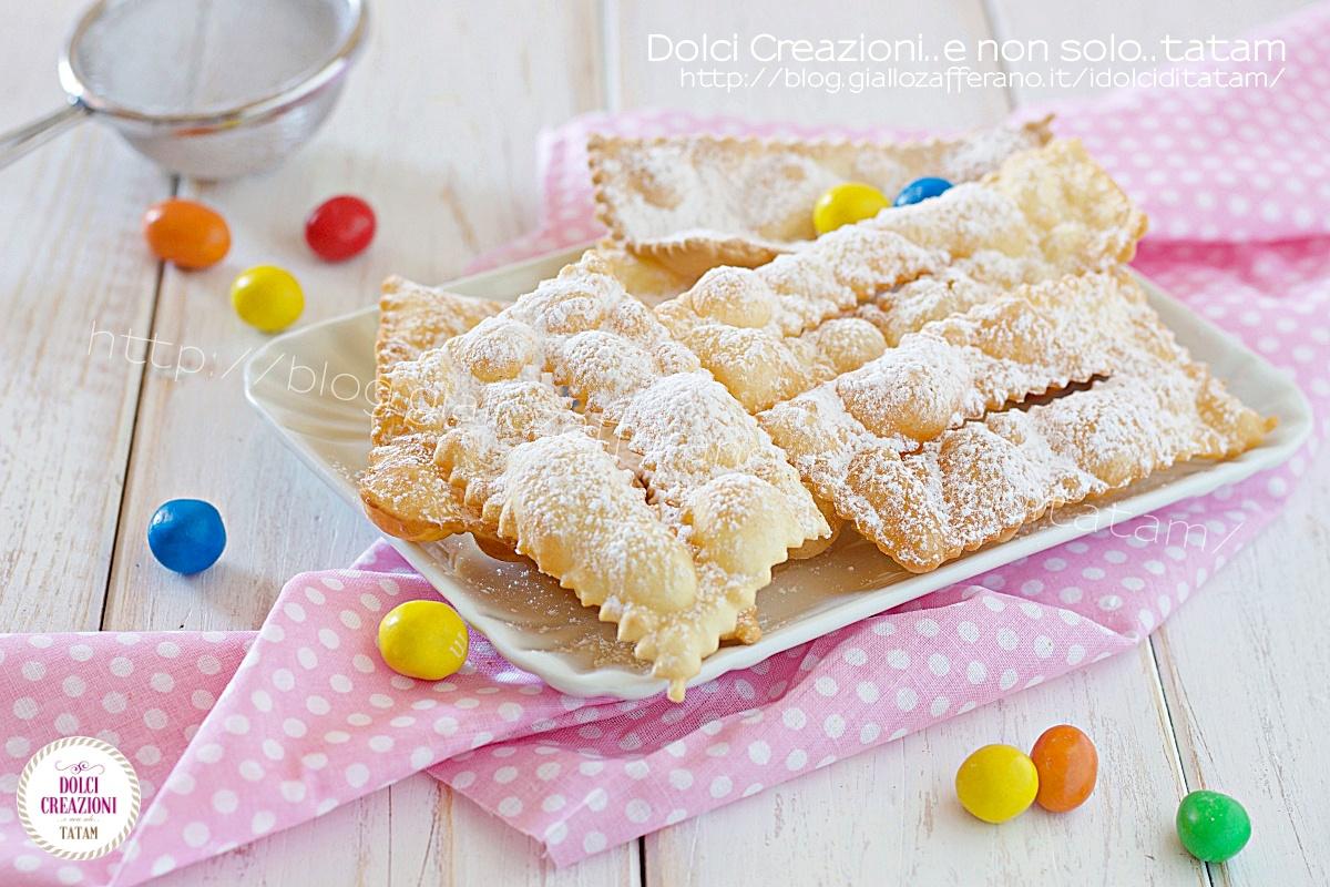 Crostoli dolci di carnevale