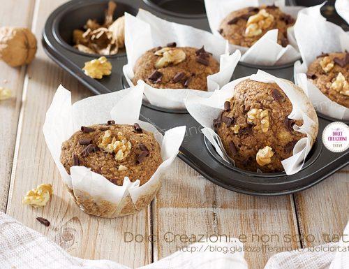 Muffin alle mele frullate, con farina integrale, noci e cioccolato