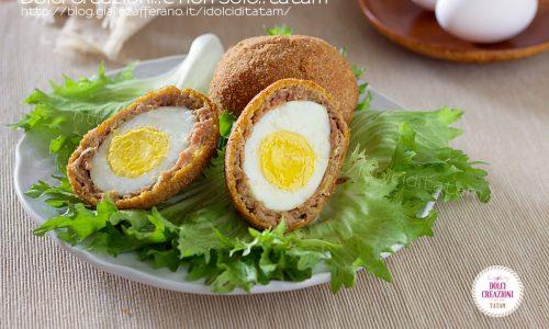 Uova alla scozzese – Scotch Eggs. Uova fritte con salsiccia