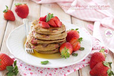 Pancakes senza glutine alle fragole, senza grassi e senza latticini