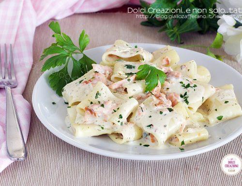 Pasta con salmone affumicato e philadelphia, cremosa ed invitante