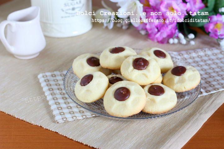 Biscotti golosi bottone di cioccolato