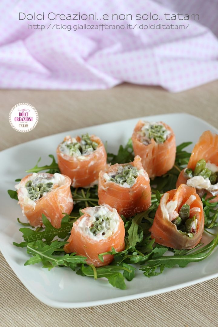 Finto sushi di salmone affumicato