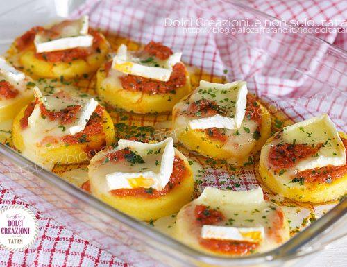 Medaglioni di polenta al forno, con pesto di pomodorini e brie