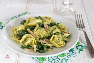 Tortelloni al pesto con spinacini e pancetta