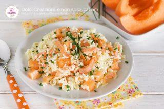 Insalata di riso melone e salmone affumicato