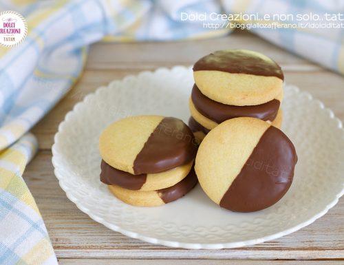 Biscotti semplici di frolla e cioccolato