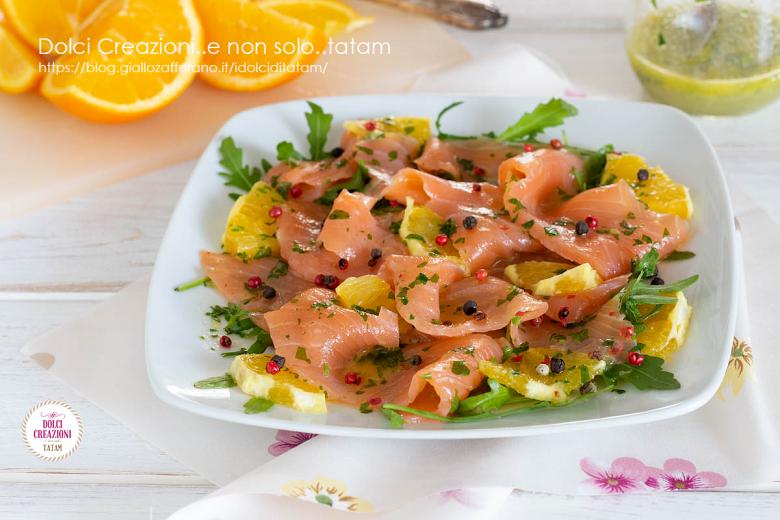Carpaccio di salmone agli agrumi, saporitissimo e pronto in pochissimi minuti.