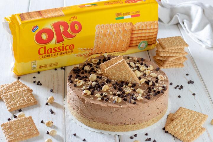 Torta gelato al cioccolato su base croccante di biscotti
