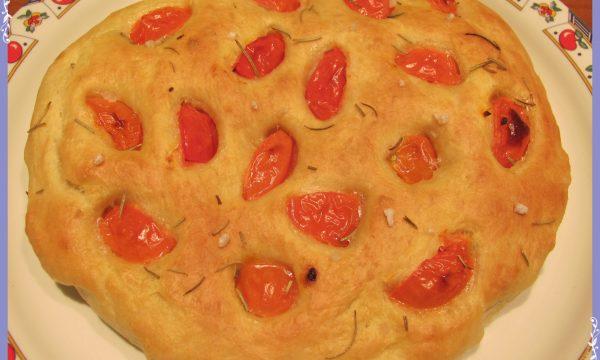Focaccia ai pomodori e rosmarino