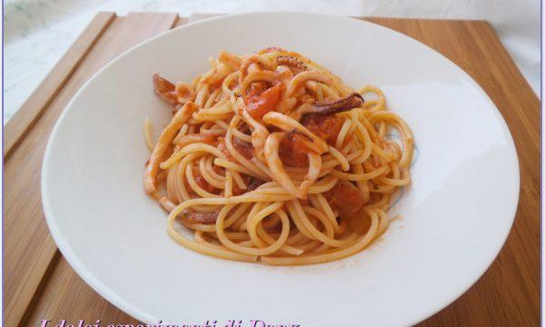 Spaghetti con sugo ai calamari