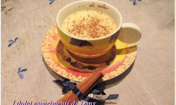Cioccolata bianca in tazza