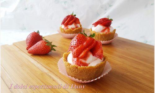 Cestini di cheesecake alle fragole senza cottura
