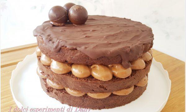 Torta al cacao con crema al cioccolato e cannella