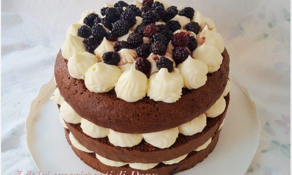 Torta al cacao con more e crema diplomatica