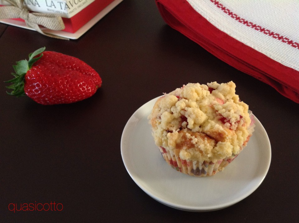 Muffins alle fragole con crumble