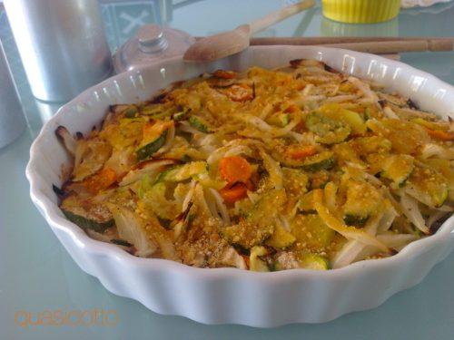 Teglia di verdure gratinate al forno.