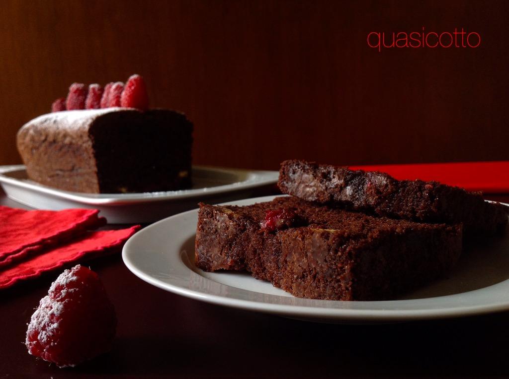 Cake ai due cioccolati, fondente, bianco e lamponi