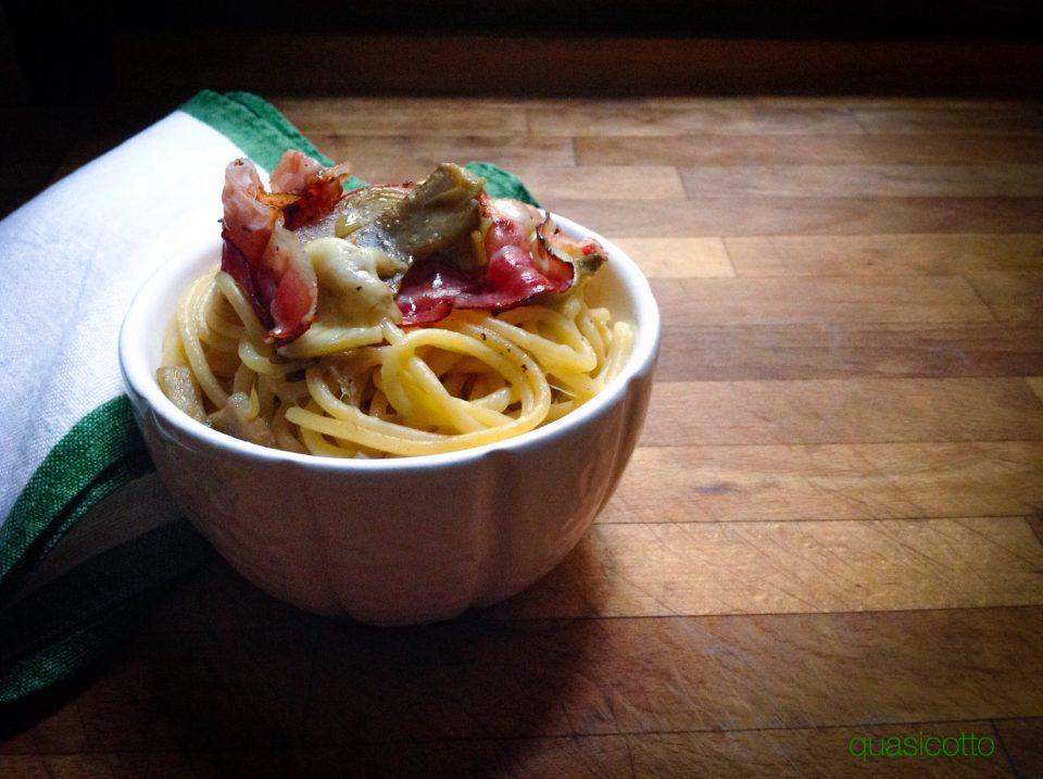 Spaghetti con carciofi e pancetta affumicata croccante