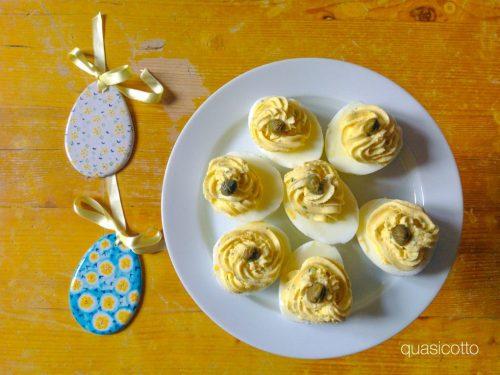 Uova sode ripiene al caprino